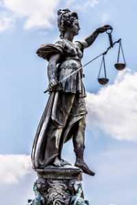 ap51d1fa490ec33_xs Quelle des Bildes: aboutpixel.de Justitia © Jaroslaw Ciesla (Impressung der Kiesgrube Leimig, Darstellung der Justizia)